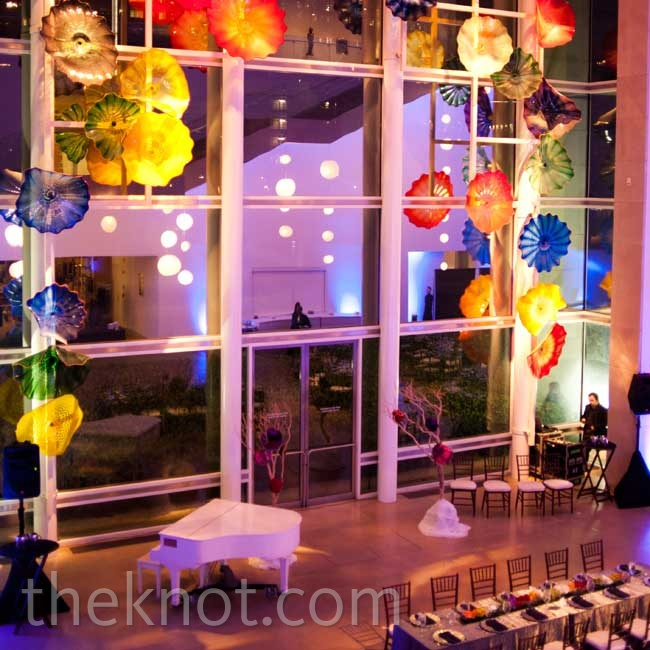The wedding revolved around the colorful Hart Window glass sculpture by Dale Chihuly that decorates the museum's atrium.