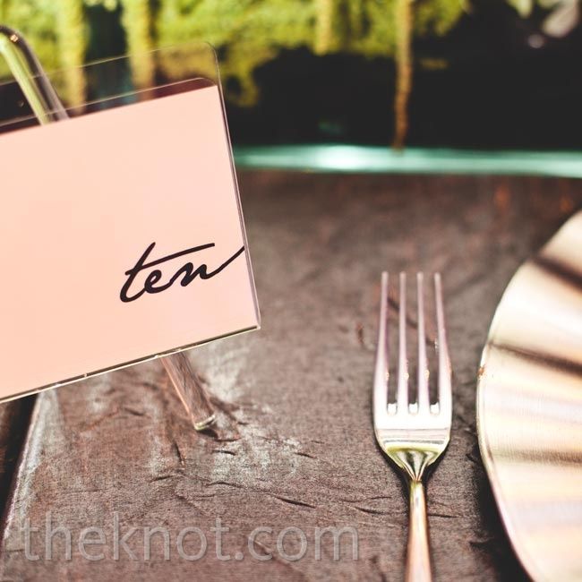 The tables were labeled with minimalistic cards designed with a contemporary font.