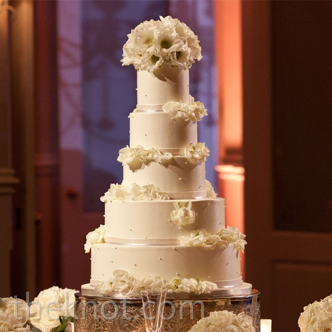 Sarah and Travis wanted a traditional cake, so they decorated the tiers with fresh flowers and ribbon.