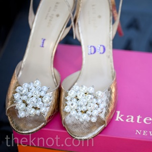 These pearl-embellished peep-toe heels brought a hint of vintage glamour to Jessica's look.