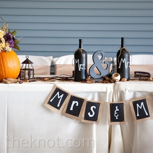 A homespun chalkboard banner at the head table distinguished where the couple would sit.