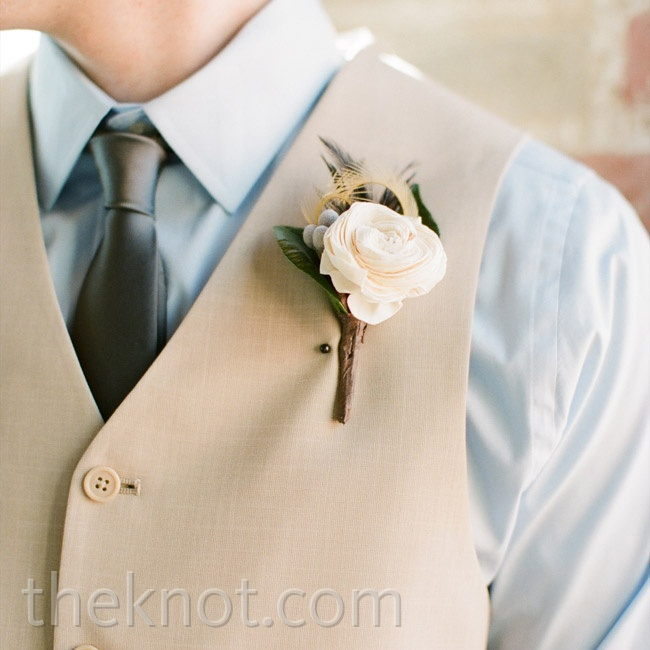 Hunter's boutonniere was a single balsa wood rose bloom with subtle gray and green accents.
