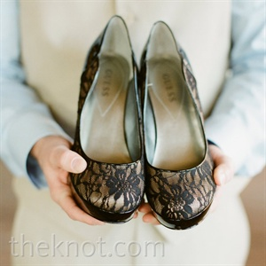 Jessicas black and tan lace pumps matched up perfectly with the edgy vintage d&#233;cor theme.