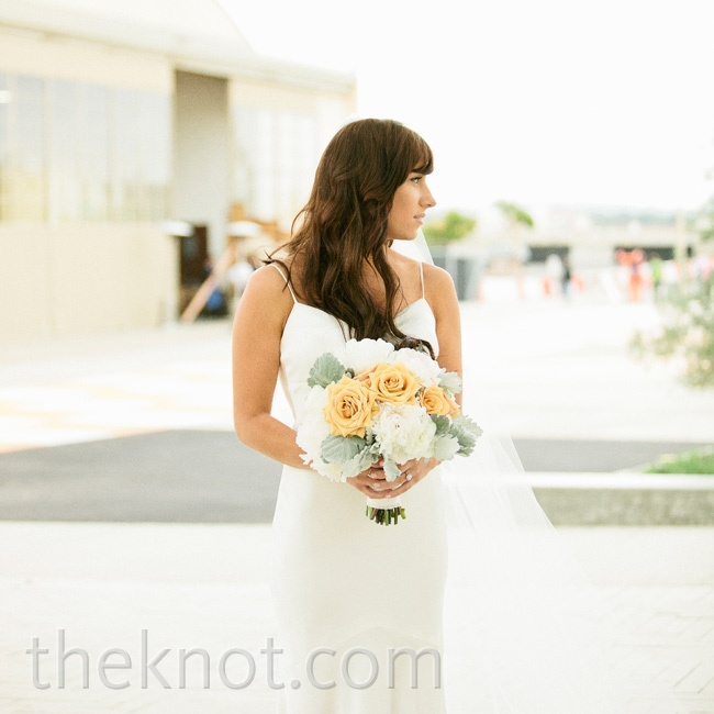 Lauren carried a romantic bouquet of golden roses and fluffy white blooms.