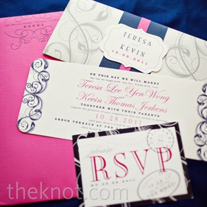 An elegant swirl design was carried throughout the invitation suite.