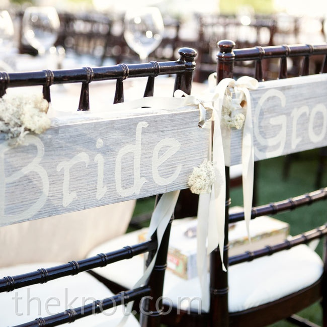 Rustic wooden signs highlighted Terren's and Billy's reception seats.