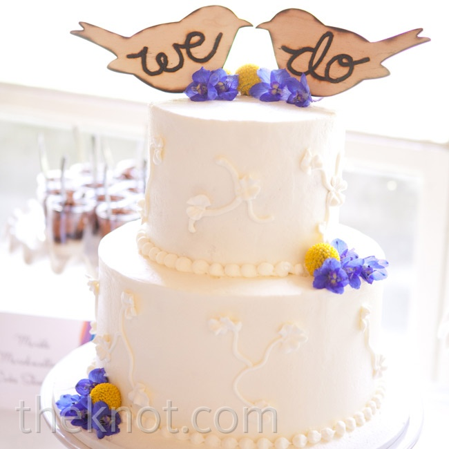 The couple chose a simply decorated two-tiered white wedding cake.