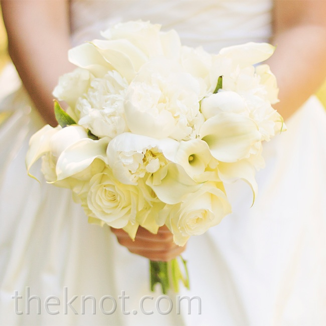 Chelsey carried a bouquet filled with old southern favorites: roses, peonies and calla lilies.