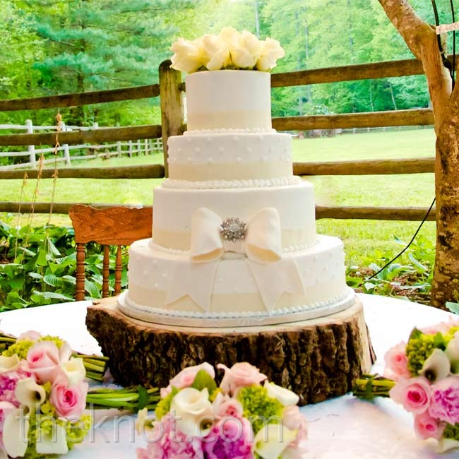 The four-tiered ivory cake was embellished with a fondant bow and a rhinestone brooch- similar to the one found on Chelsey's dress.