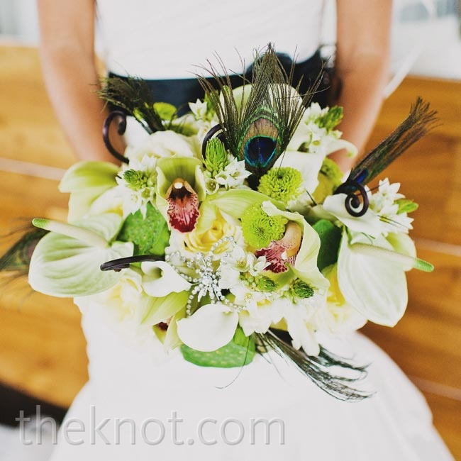 Lisa's eclectic green-and-white bouquet was punctuated with fun embellishments like peacock feathers and a vintage rhinestone brooch.