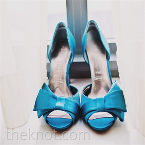 A pair of teal peep-toe pumps provided a vibrant pop of color.