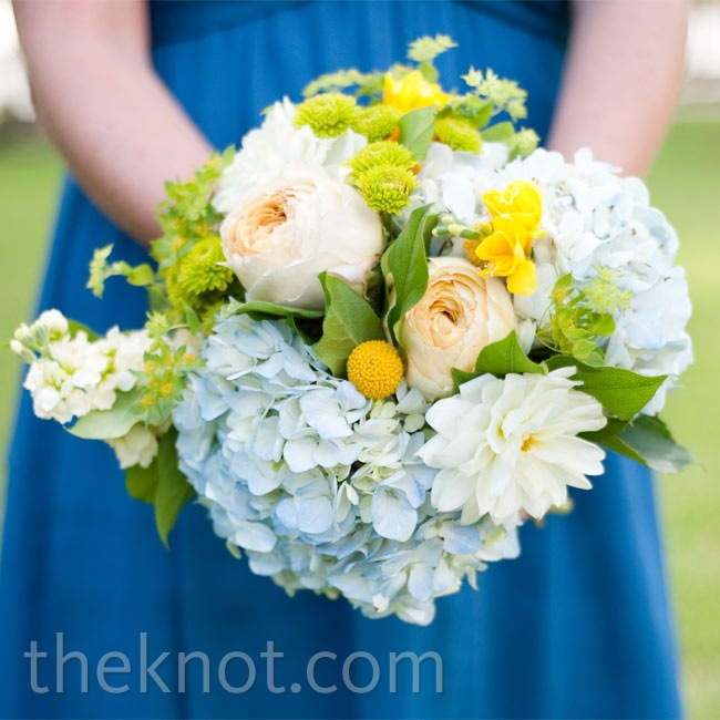 Each bridesmaid carried a bright voluminous mix of stephanotis, jasmine, dahlias, ranunculus, green hypericum berries, roses, orchids, and kangaroo paws.