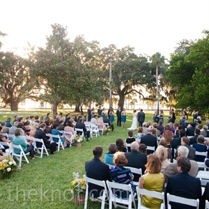 Lizzie and Miles chose Jekyll Island for its rich historical background, gorgeous Spanish-moss-covered oak trees and waterside locale.