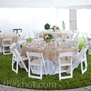 Brilliant green grass was a fresh complement to the couple's neutral-colored table linens and chairs.