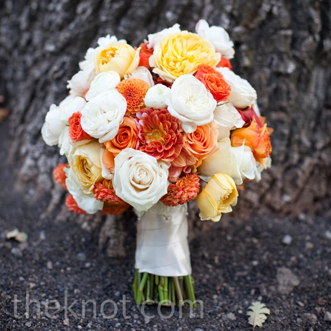 Karen carried a mixture of garden roses, ranunculus and dahlias in white, butter yellow and tangerine.