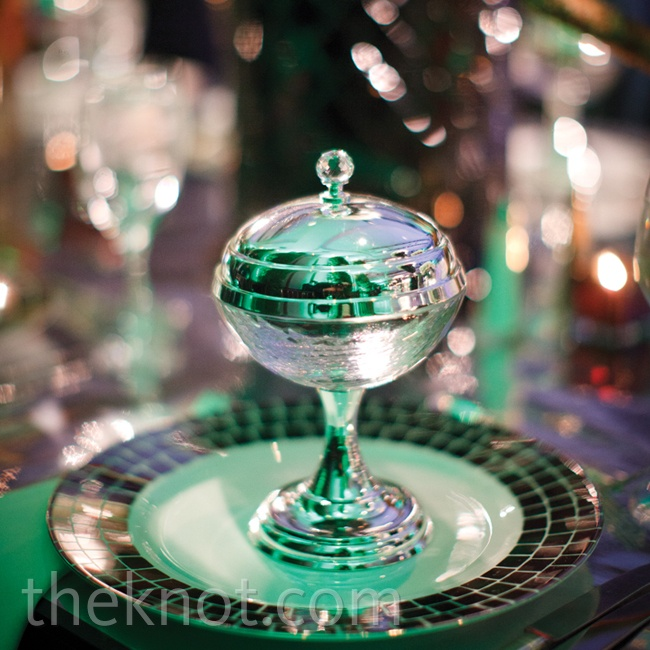 For the 40-person dais (the raised seating area for the bride, groom and close friends), silver goblets and black-and-white-tiled chargers adorned the mirrored tabletops.