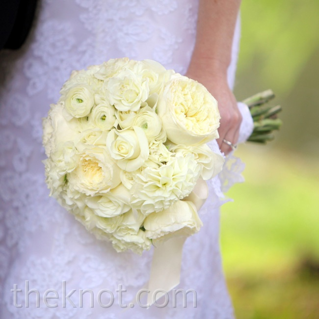 Meghan opted for an all-white round arrangement of roses and ranunculus.