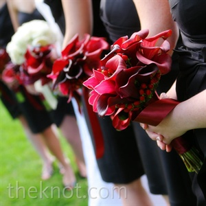 Burgundy calla lily bouquets tied into the overall palette perfectly.