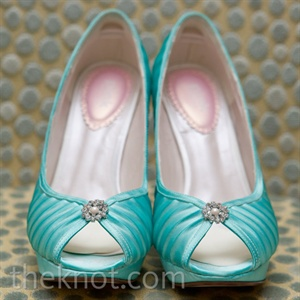 Anne Marie wore Tiffany-blue peep-toe pumps.