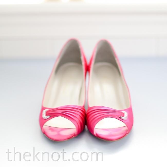 Stefanie wore pink peep-toe heels.