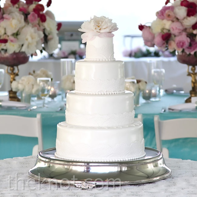 Even the cake got the full ballet-inspired treatment: Fondant sculpted to resemble lace trimmed the four white tiers.
