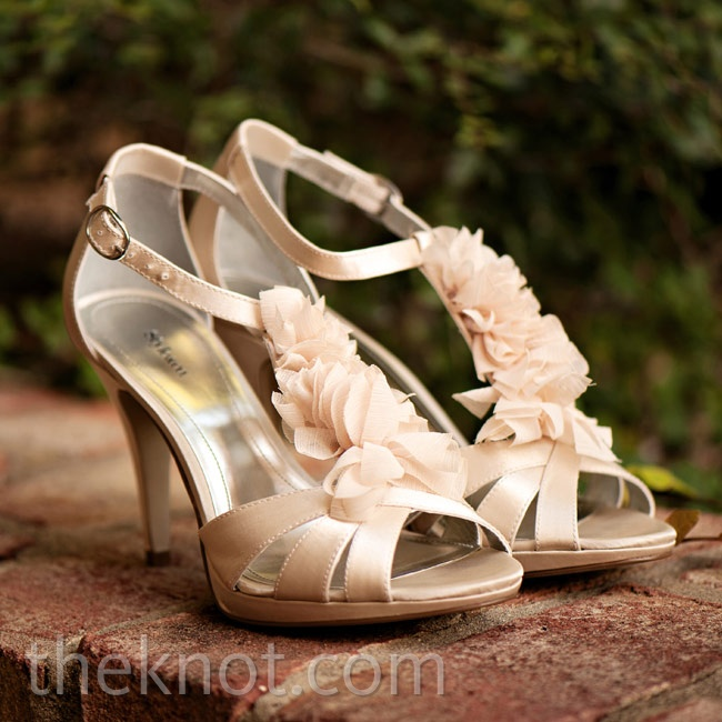 Deniza's floral-accented sandals matched the wedding colors exactly.