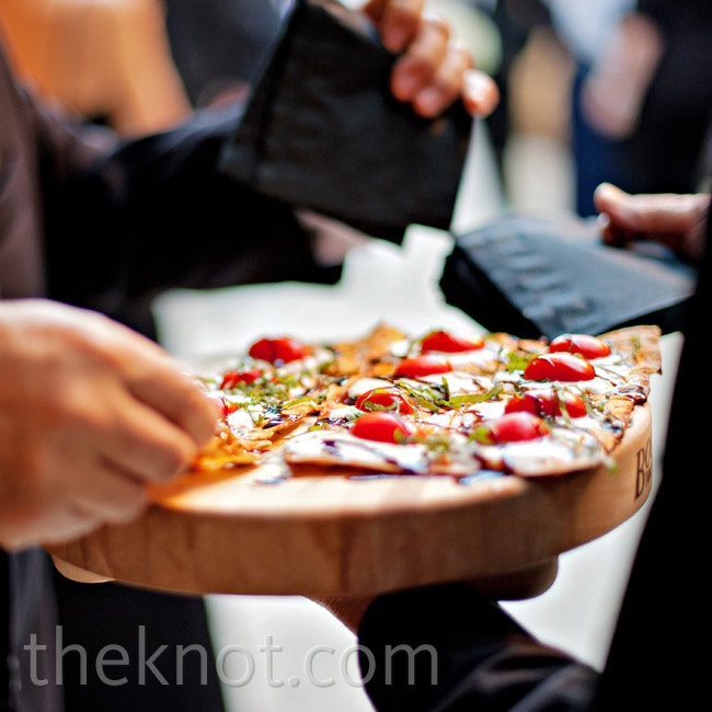 Guests were treated to flatbread pizzas along with their drinks during the cocktail hour.