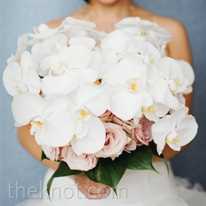 Candy's bouquet was packed with white orchids and pink roses--a stylish way to include modern and romantic influences.