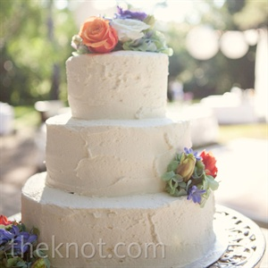 For a natural look, fresh flowers decorated the tiers, and the buttercream was left slightly imperfect.