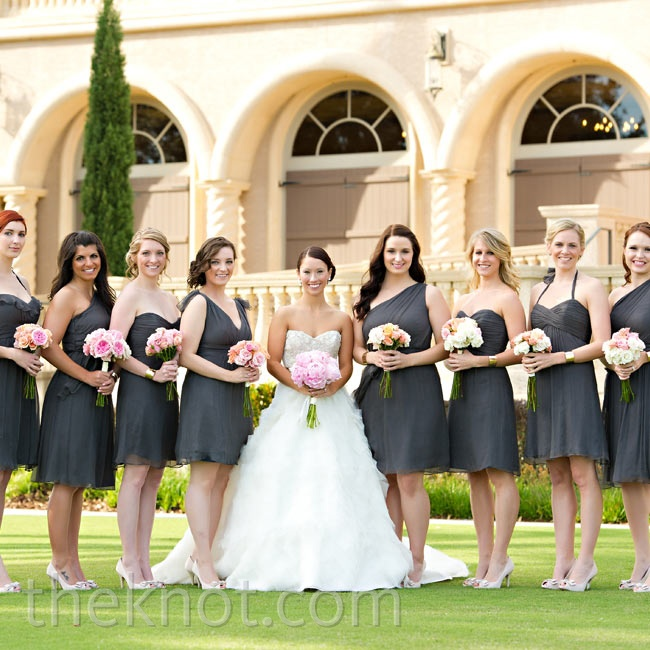 With five different knee-length styles in the same gray fabric to choose from, each of Lara's bridesmaids selected a dress that flattered her figure.