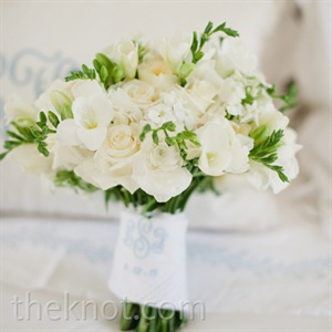 Lindsay had her bouquet wrapped in a handkerchief embroidered with the couple's monogram and wedding date.