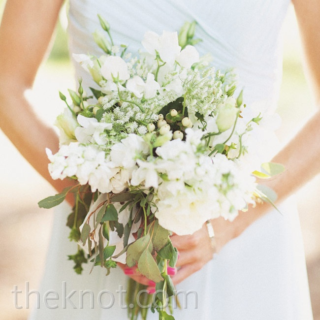 White blooms mixed with loose flowing greens gave Chrystl's bouquet an organic look.