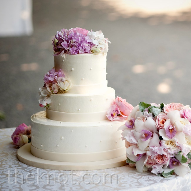 Fresh hydrangeas, orchids and garden roses topped the simple off-white cake.