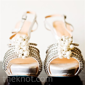 The embellished straps of Elizabeth's shoes gave her look a little sparkle.