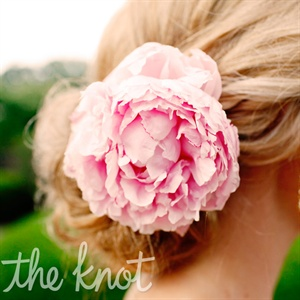 Deanna wore an open peony in her hair for the ceremony.