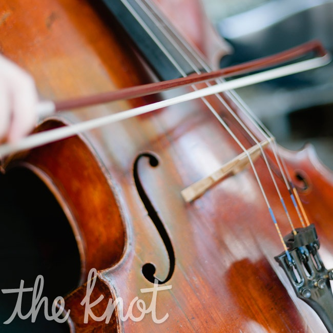 A cellist and violinist duo played unexpected classical pieces at the ceremony.