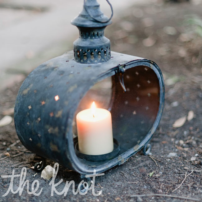 Antique-looking candlelit lanterns led guests to the early-evening ceremony.