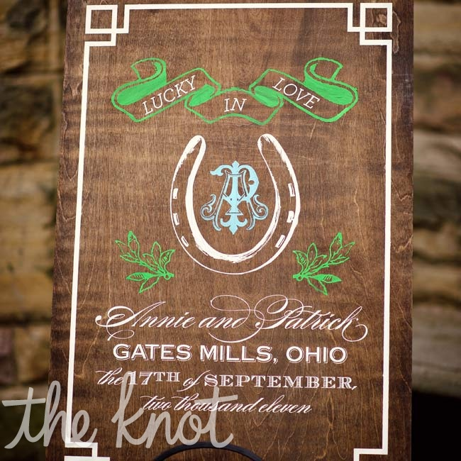 To introduce the day's theme, the save-the-dates featured a horseshoe design printed on brown card stock.
