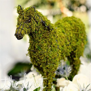 Horse sculptures covered in moss decorated the bars and the tent entrances to help drive home the natural, equestrian theme.