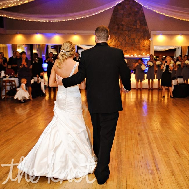 Wedding Dance At The Altar: A Bold Contemporary Wedding In North Olmstead, OH