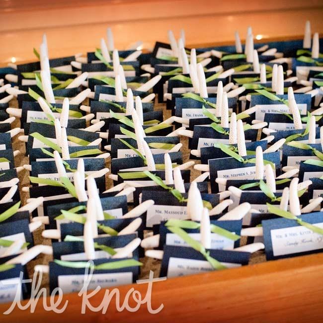 With some help from her family, Jenifer made the navy-and-white escort cards and attached a starfish to each one.