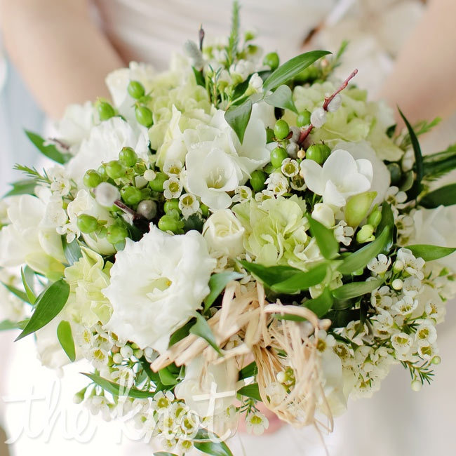 Jennifer carried a bouquet of hypericum berries, roses, wax flowers and daisies.