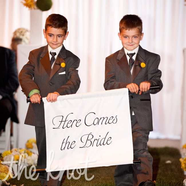 Brenda's nephews announced her ceremony arrival with a sign.