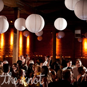 Hanging paper lanterns complemented the venue&#39;s urban, modern look.