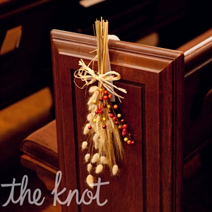 Bunches of wheat and fall-colored berries on the pews brought the seasonal look into the church ceremony.
