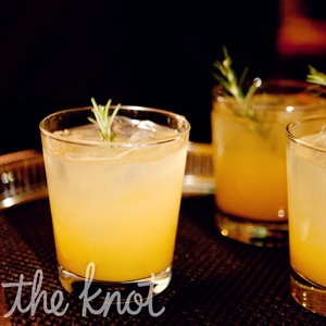 Guests sipped on a pear-and-rosemary-flavored drink during the cocktail hour.