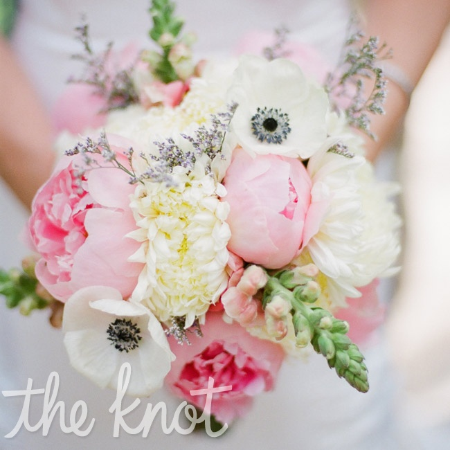 Navy-centered white anemones were a crisp addition to Krystina's bouquet.