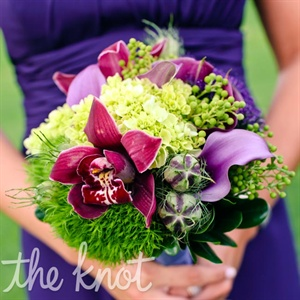 The bridesmaids held a vibrant mix of calla lilies, roses, ranunculus, and eucalyptus berries.