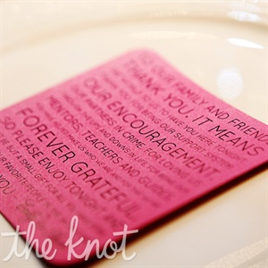 Magenta thank-you notes topped guests&#39; dinner plates.