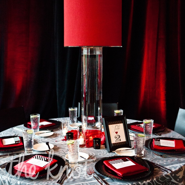 Tammie and Jonathan wanted to make sure that their guests would be able to interact with each other at the dinner tables so they chose tall red lamps as their centerpieces.